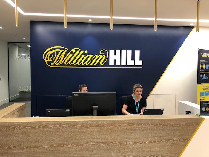 ウィリアムヒルの事務所の入り口